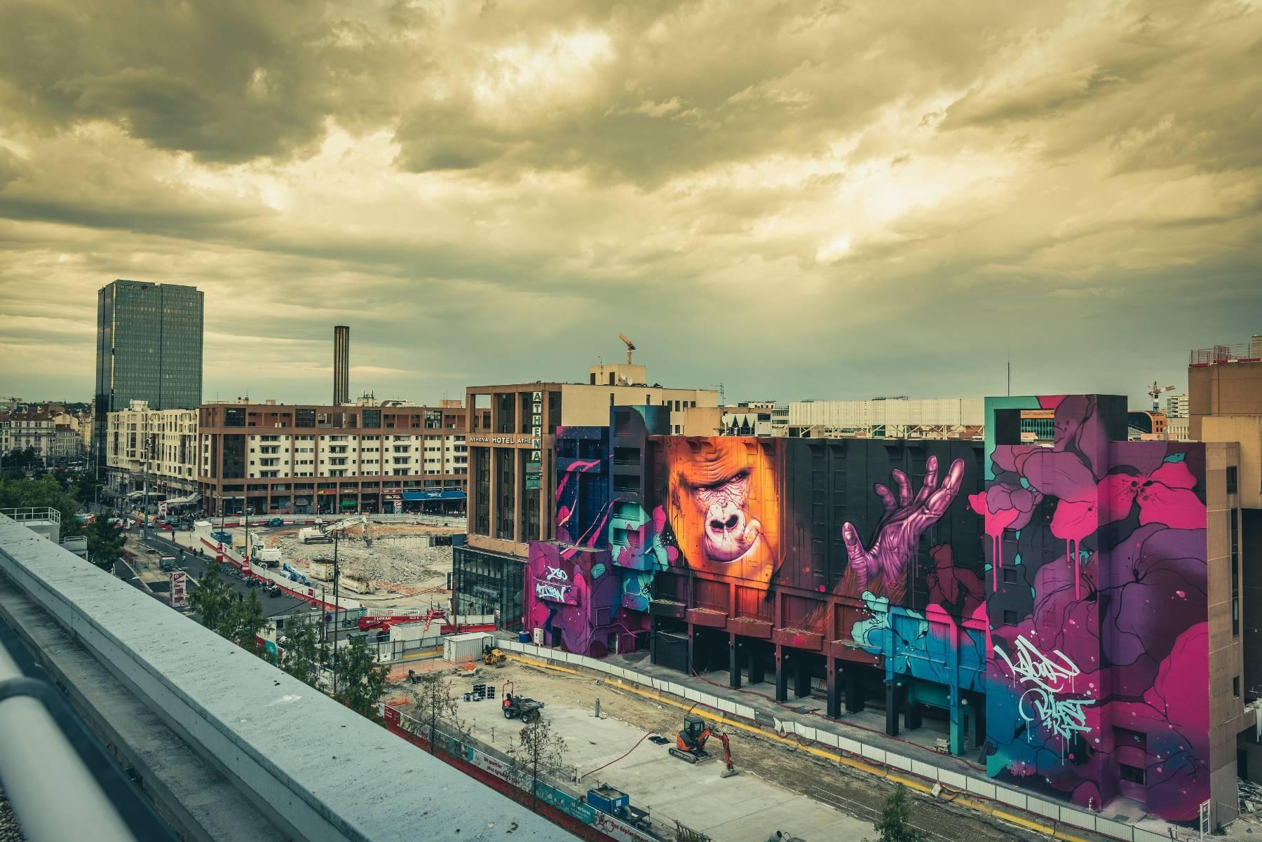 Kalouf, Zoo Big Wall : Gorilla Urbaine, 2020 (Lyon Part Dieu, Lyon, Vinci Immobilier, Dominique Perrault Architecte) © Fabe Collage 1